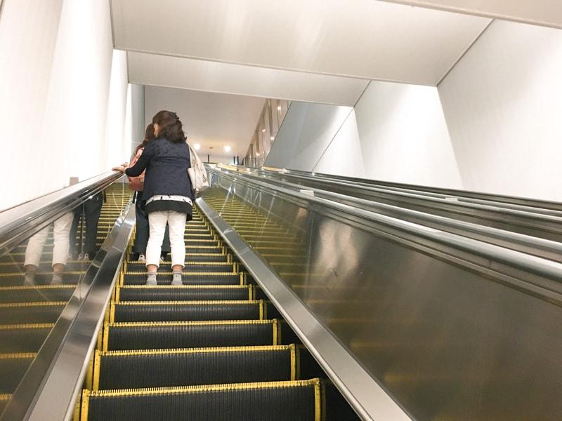 Shinjuku busterminal 4 エスカレーター