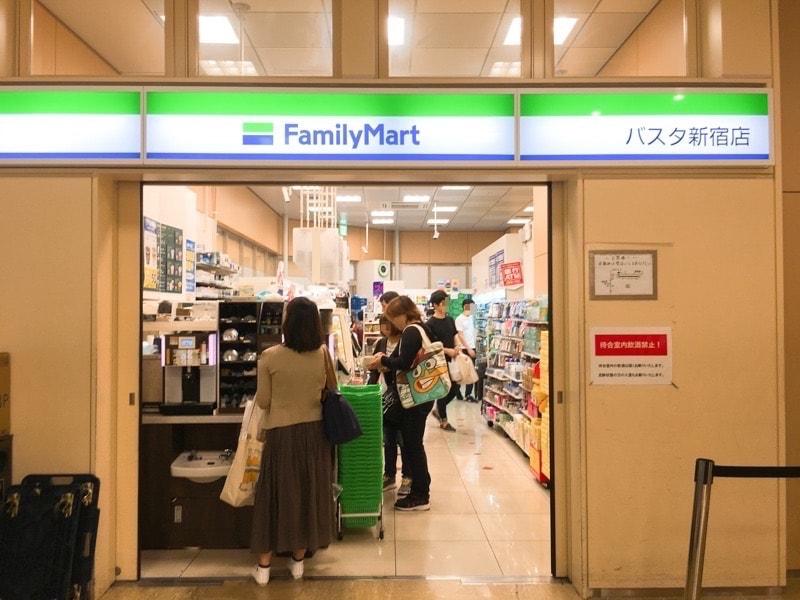 Shinjuku busterminal 15 コンビニ