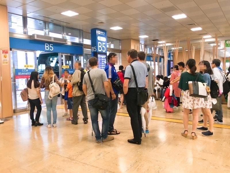 Shinjuku busterminal 10 観光客