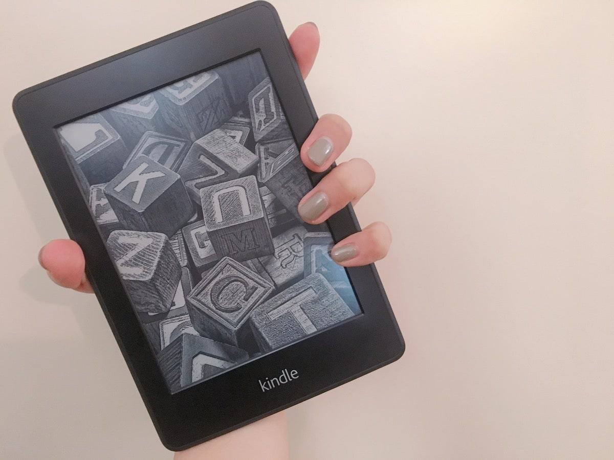 Kindle 6 片手で持てる