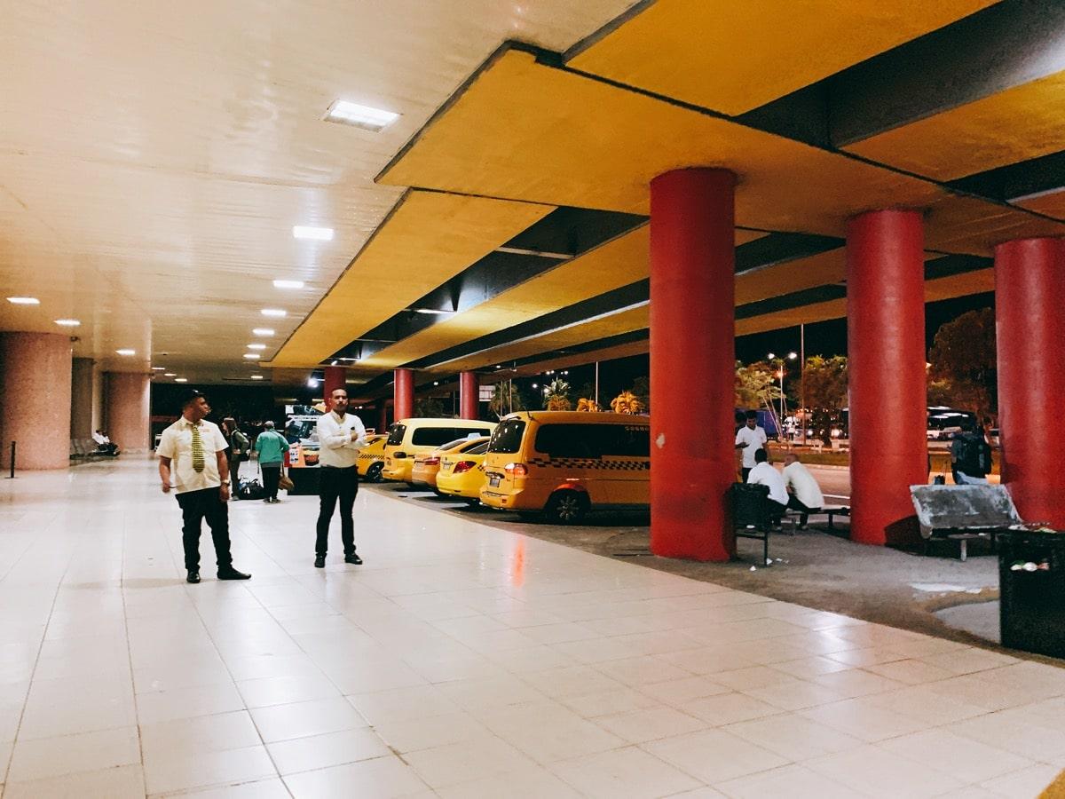 Cuba airport access 6 タクシー乗り場