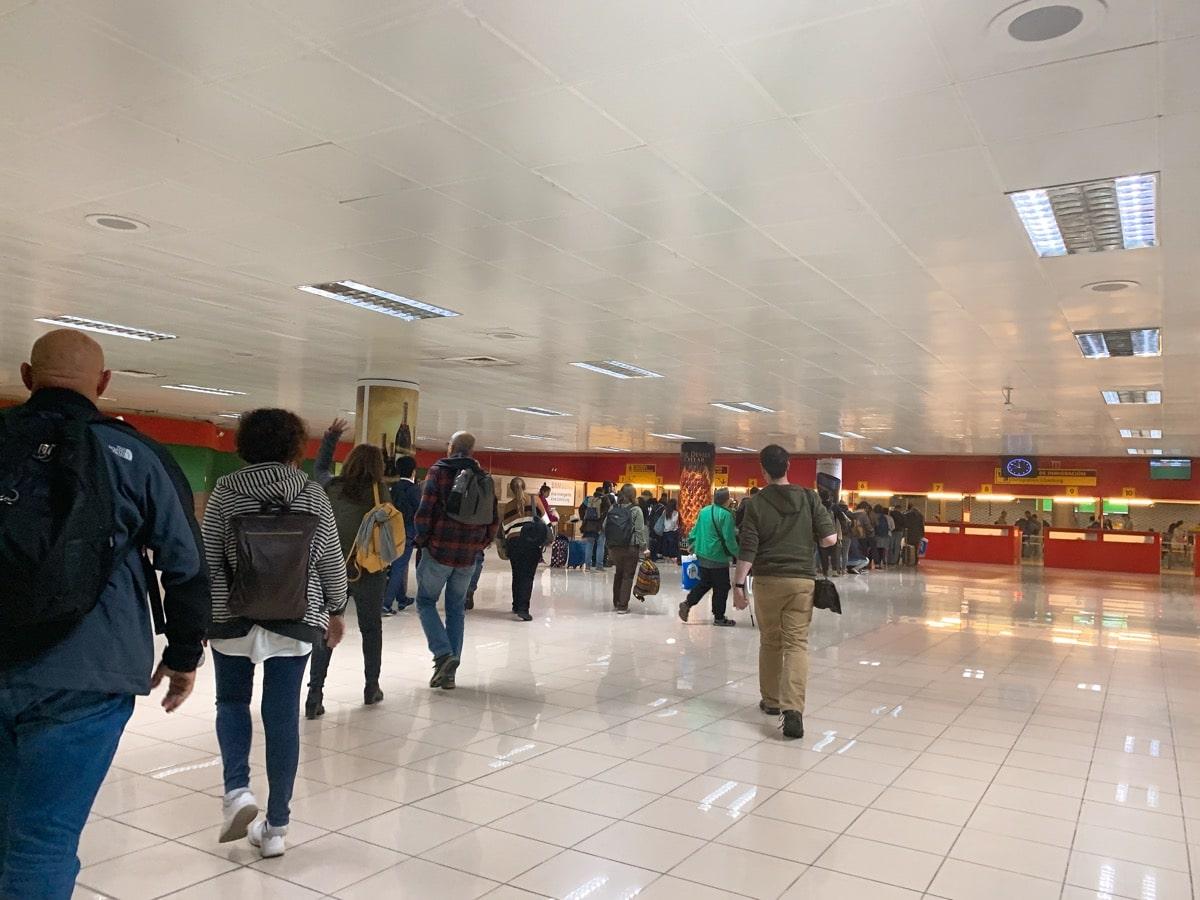 Cuba airport access 4 税関