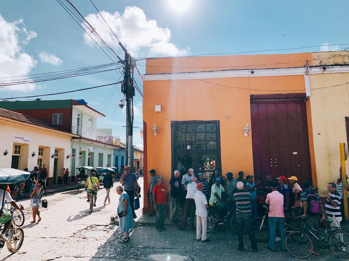 Trinidad 50人混み