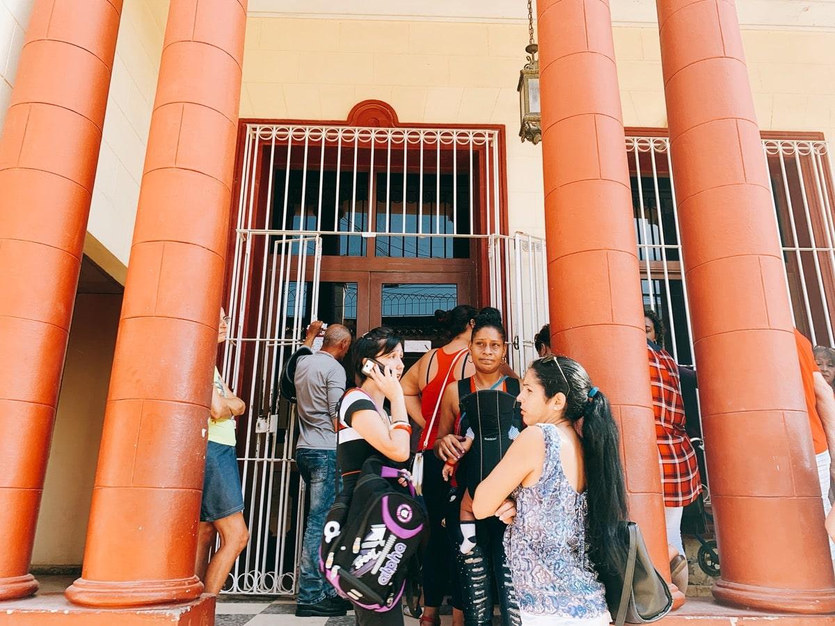 Trinidad 46銀行前