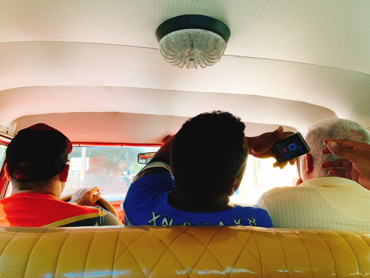 Trinidad 57タクシー車内