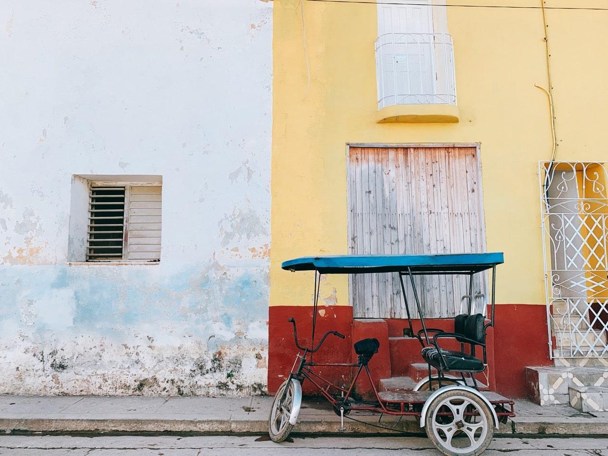 Trinidad 20パステルイエローの壁