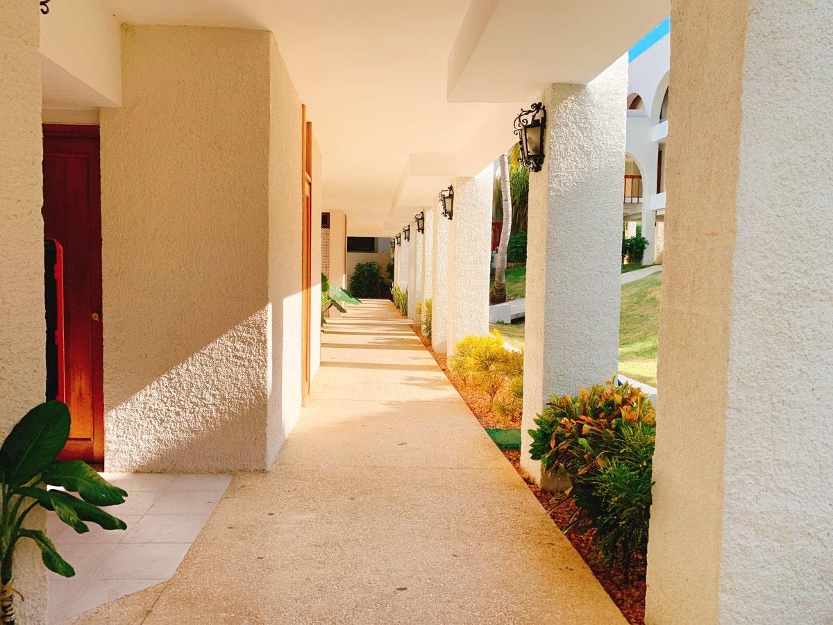 Varadero 26部屋までの通路